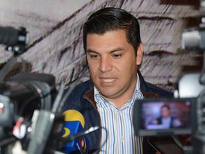 Empistolados asesinan a balazos a César Chávez ex diputado de Apatzingán.