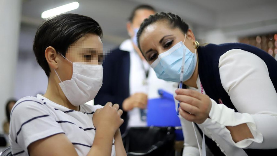 Reciben su primera dosis anti COVID 33 menores de 17 años.