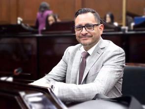 Hugo Anaya presidirá la comisión de Industria, Comercio y Servicios