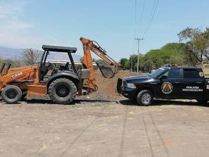 Detiene SSP a uno en posesión de retroexcavadora con reporte de robo, en Apatzingán