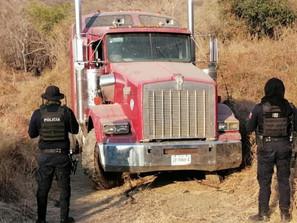 En San Lucas, asegura SSP tractocamión con alteraciones en sus medios de identificación