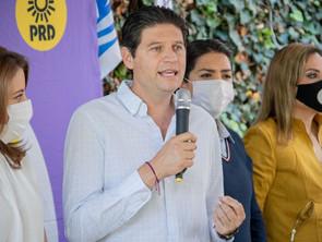 Consolida Alfonso Martínez, 5.6 puntos de ventaja al cierre del PREP
