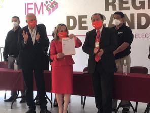Mercedes Calderón García presentó su solicitud de registro ante el IEM como candidata a gobernadora