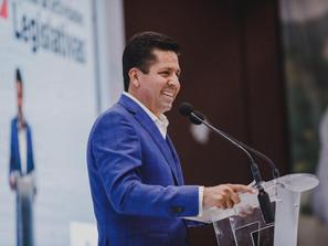 Toño García rinde cuentas a las y los michoacanos