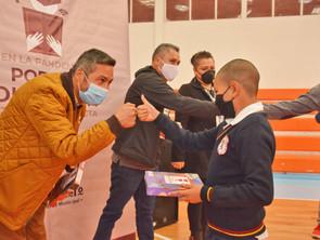 Dotan con tabletas e internet a alumnos de zona rural de Pátzcuaro
