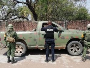Aseguran SSP y Sedena vehículo con reporte de robo, un arma, 449 cartuchos y cargadores