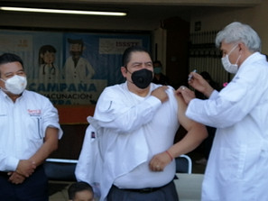 SNTE-ISSSTE inician campaña de vacunación contra la Influenza en Morelia.