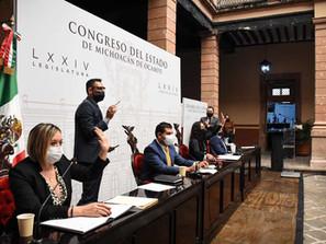 Avalan diputados licencias de conducir permanentes en Michoacán