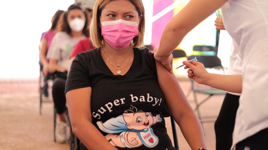 Reitera SSM llamado a embarazadas a vacunarse contra COVID-19
