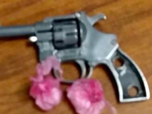 Asegura SSP a dos en posesión de envoltorios con metanfetamina y una réplica de arma de fuego
