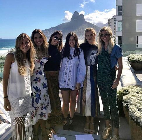 Tarde de joias e champagne agita o Rio