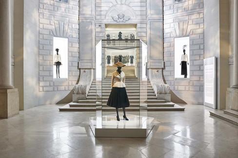 Exposição deslumbrante celebra os 70 anos da Dior