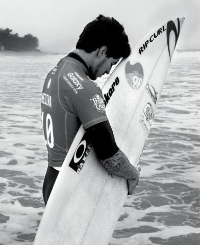 Novo livro de Gustavo Malheiros, puro amor ao surf