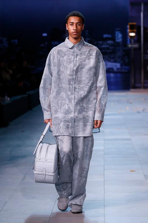 Virgil Abloh faz homenagem a Michael Jackson em desfile da Louis Vuitton