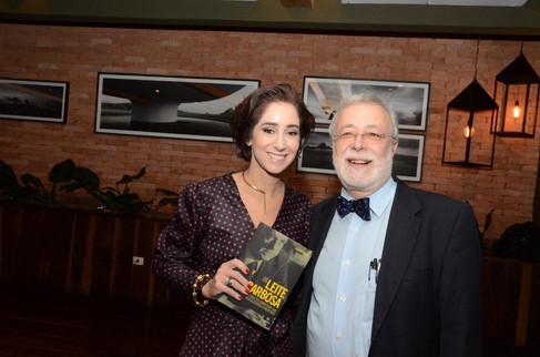 Lançamento de livro reúne a nata da sociedade carioca