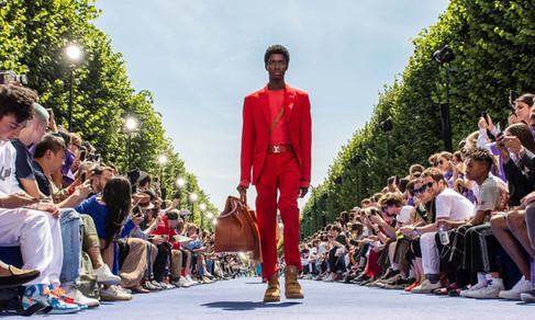 Virgil Abloh é aplaudido de pé no seu desfile de estreia na Louis Vuitton