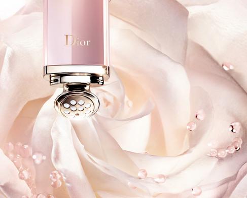 A rosa é o carro-chefe da nova linha de skincare da Dior