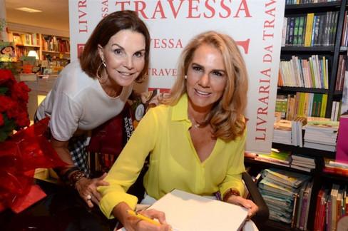 Elisa Marcolini lança seu primeiro livro: Cozinhar é doar.