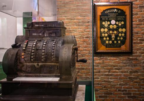 Exposição no MHN celebra a história da Granado no Brasil