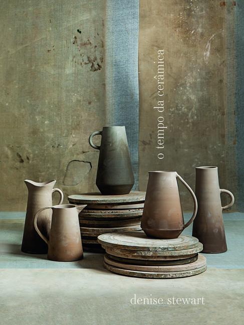 A ceramista Denise Stewart retrata sua arte em livro