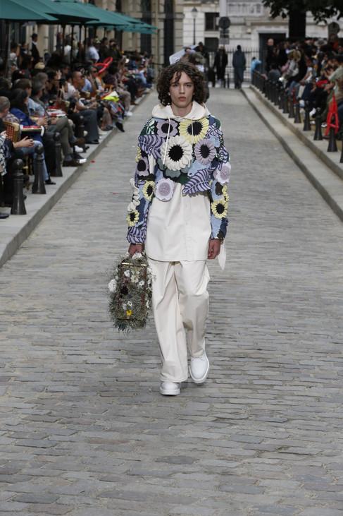 Place Dauphine, em Paris, é cenário do desfile Louis Vuitton Men's  Spring-Summer 2020
