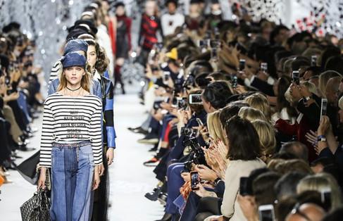 Dior apresentou um desfile mix de empoderamento feminino e excentricidade juvenil