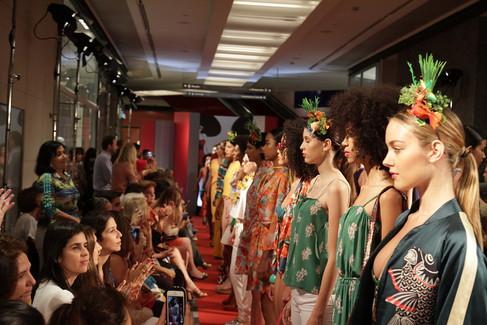 Desfile agita o Rio Design Leblon