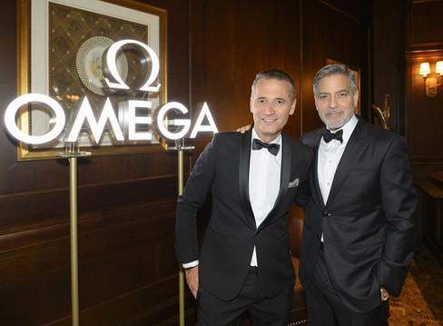 Omega reúne George Clooney e veteranos da NASA em noite de festa