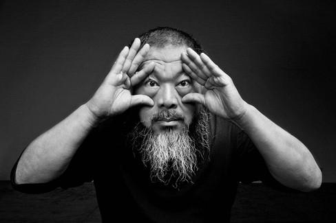 O polêmico artista chinês Weiwei está em cartaz na Oca