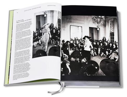 Dior Catwalk, 70 anos de história da Maison contada através de seus desfiles