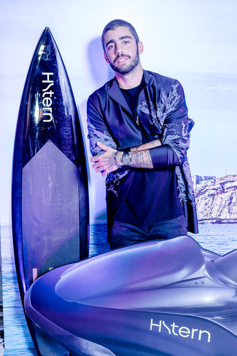 Surfista Pedro Scooby é estrela de campanha da HStern