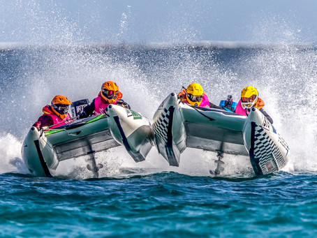 Exciting Powerboat Racing comes to Clevedon this Bank Holiday Weekend