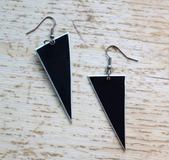 VK TRIANGLE EARRINGS