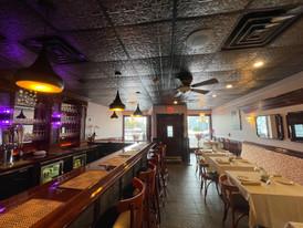 Cinnamon Grill. Bar.