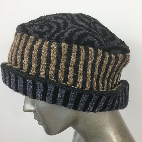 Knitted turned up hat - Neutrals