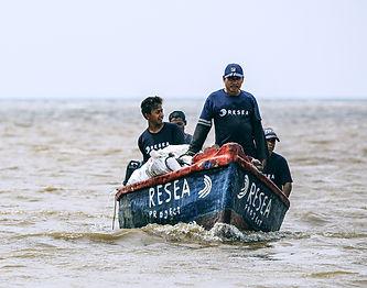 Group-of-fishermen-sailing-02-web2.jpg