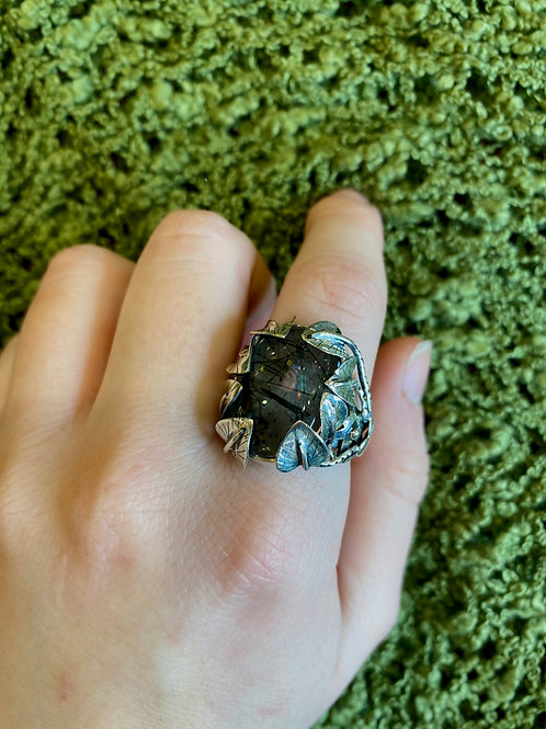 Clinging Leaves Ring