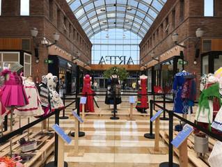 Recta final de la exposición de Vestidos de Papel en Artea