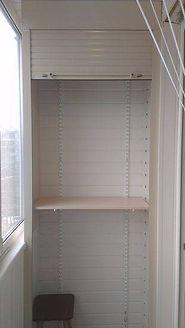 Шкаф на балкон из ламелей