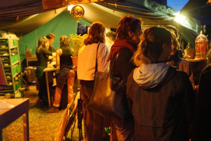 La queue pour les petits plats de la Casa Libre