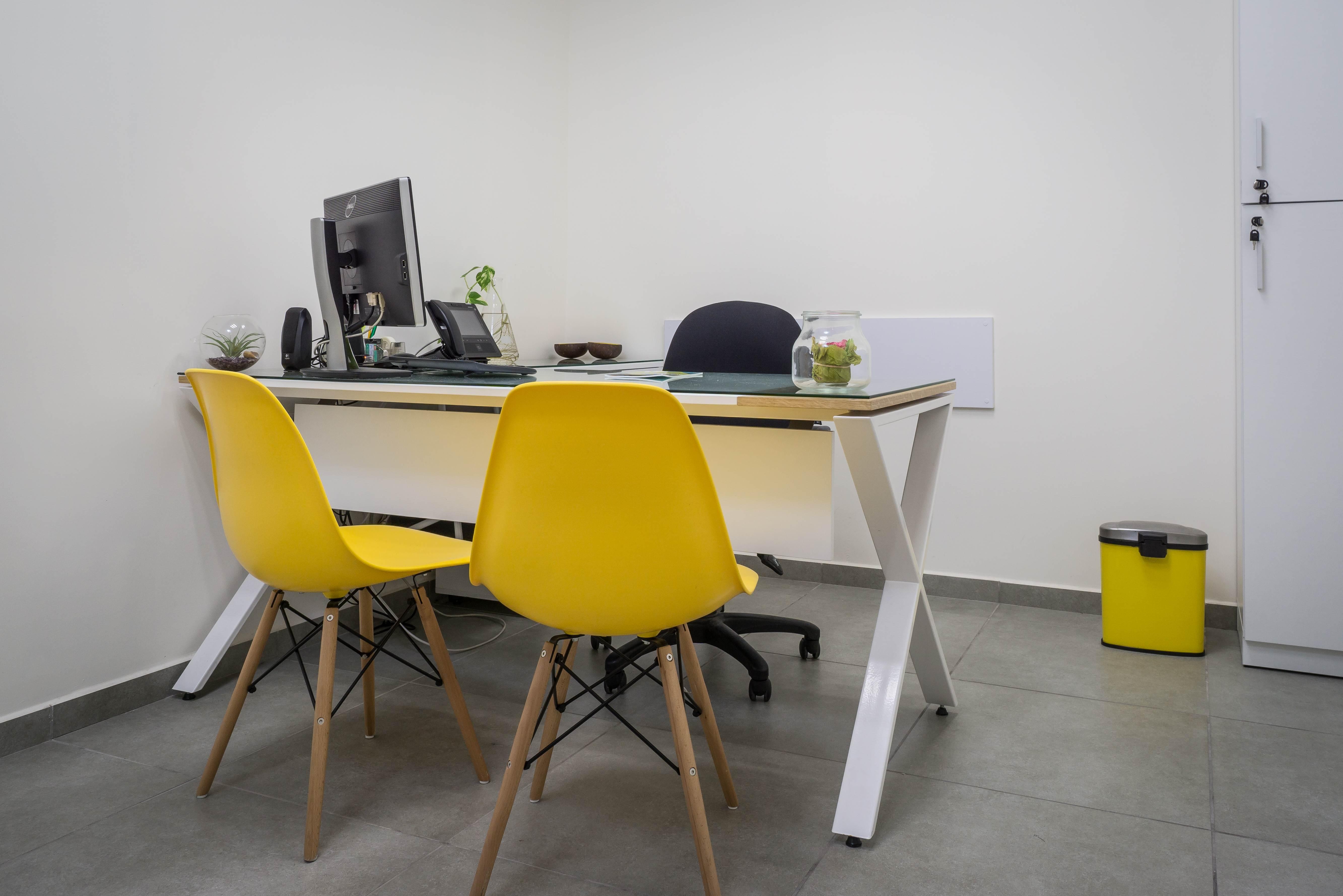 עיצוב משרד עם כסאות איימס