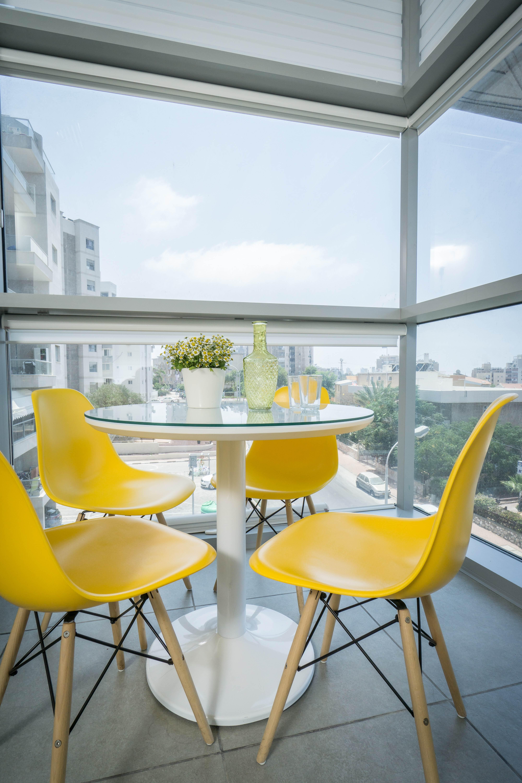 שולחן ישיבות קטן במשרד