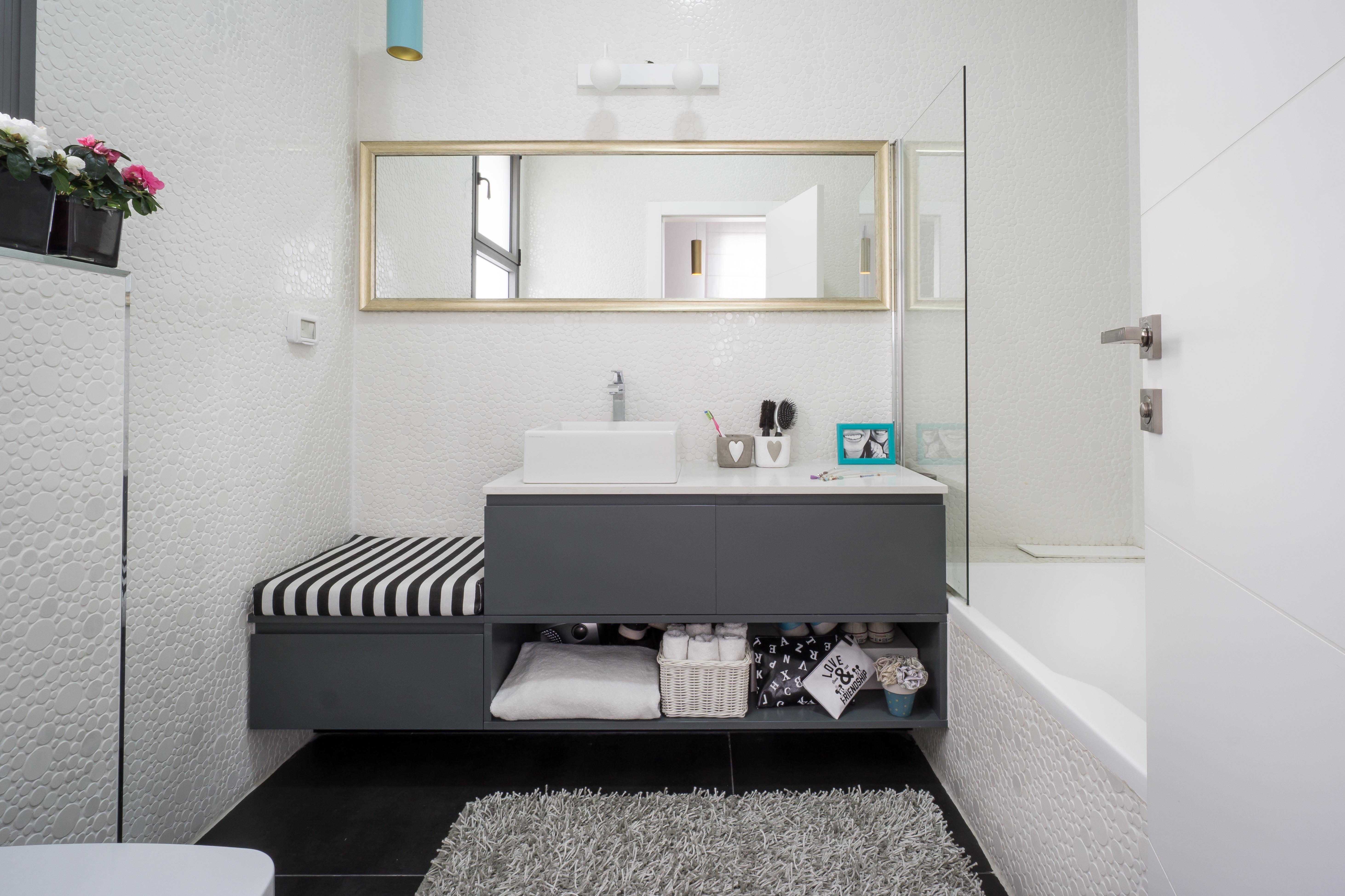 ארון אפור מרחף חדר רחצה