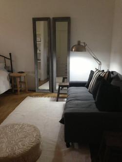 עיצוב חדר נערה באפור ולבן