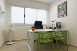 עיצוב משרד בלבן וירוק