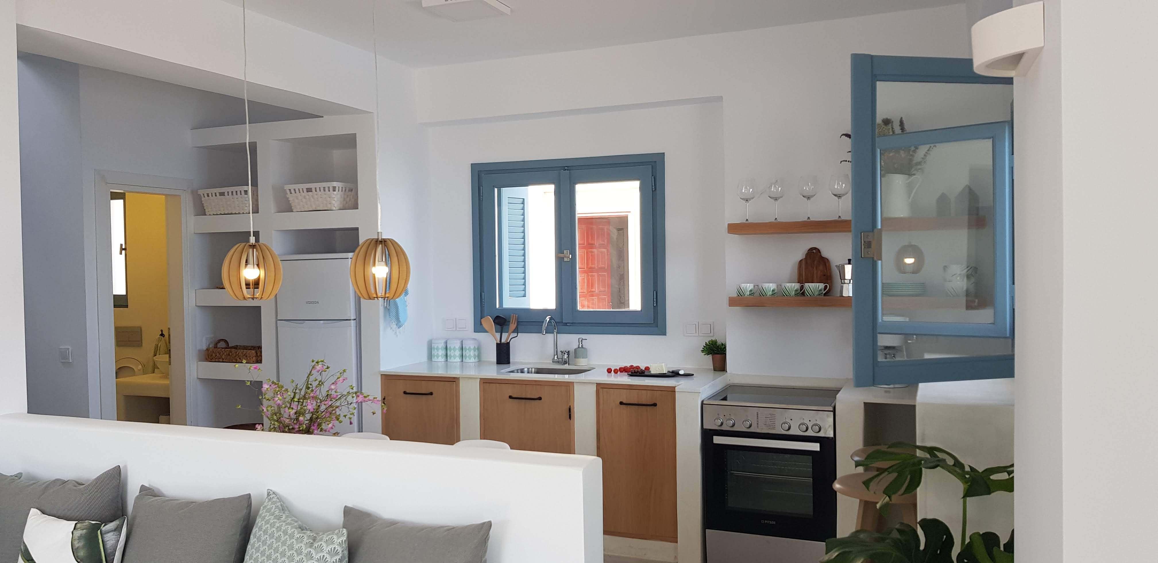 עיצוב מטבח קטן בית נופש יוון