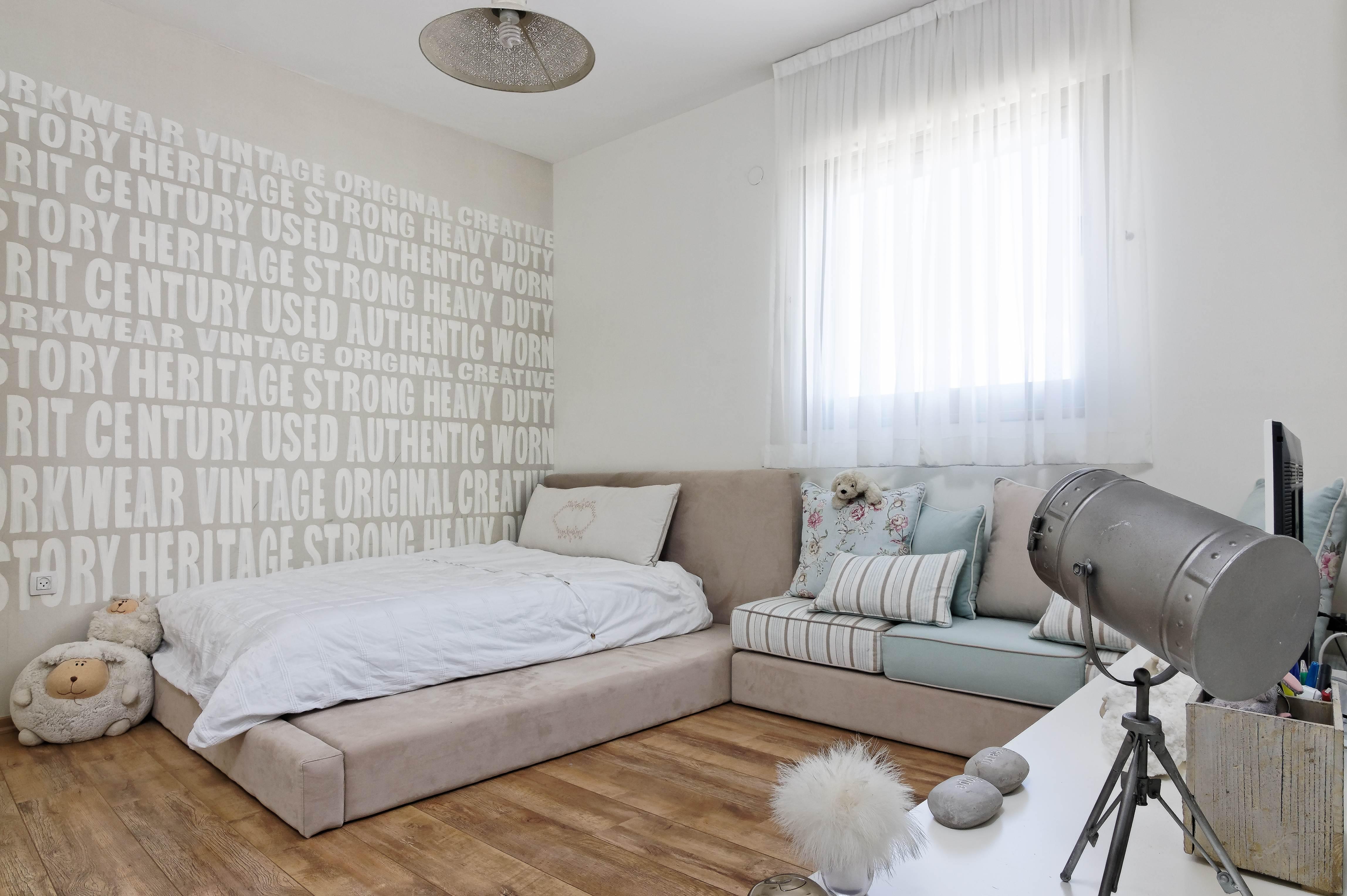 עיצוב מיטת במה חדר נערה