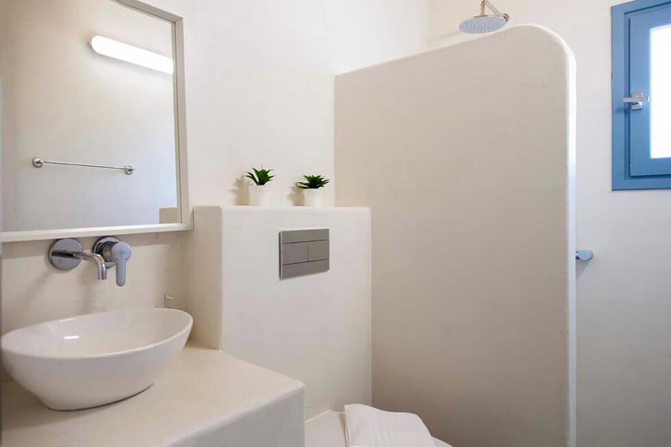עיצוב-חדר-רחצה-סגנון-יווני-בית-נופש-יוון