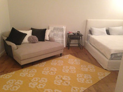 עיצוב חדר נערה מיטה מבד