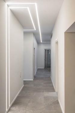 תכנון פסי תאורה שקועים בקיר